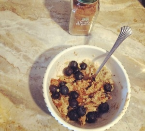 Oatmeal with organic cinnamon and blueberries
