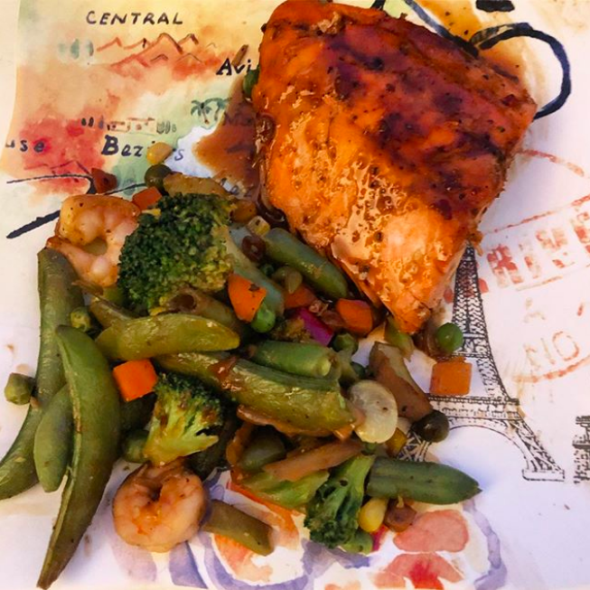 Spicy thai peanut salmon & veggies